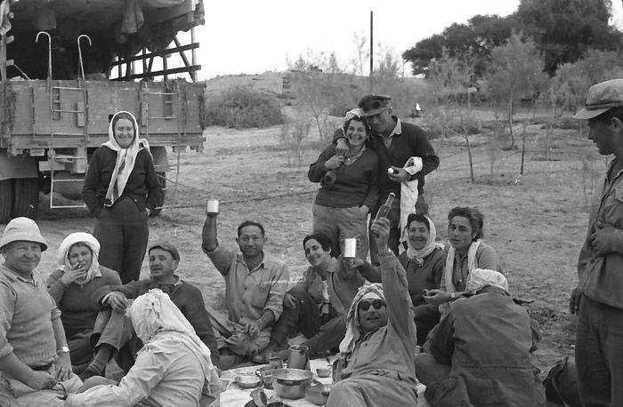 טיול הקבוץ לאילת בפסח 1956